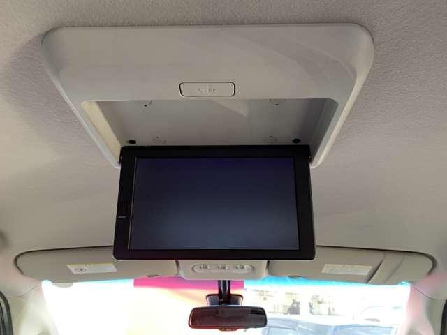 後席モニター付きなので後部座席にお乗りの方もテレビの視聴も可能ですよ。