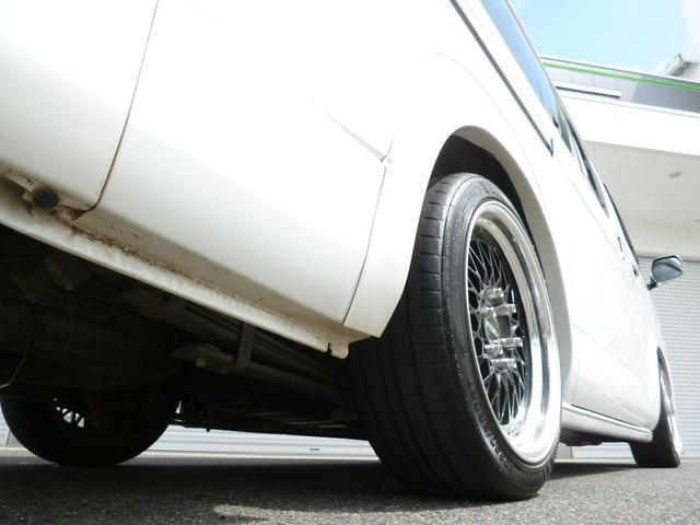 玄武ローダウンブロックを使用して2インチローダウン済!突き上げ防止の薄型バンプストップも前後共にシリコン製へ交換済!NACSのローダウン車は乗り心地が違います!