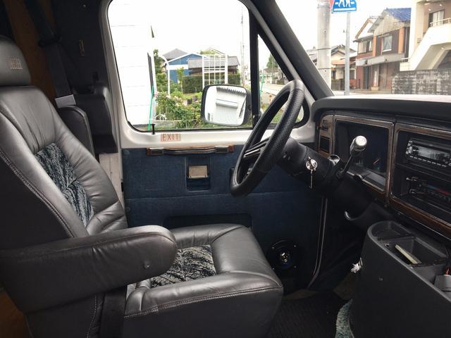 フォード フォード エコノライン 250 元キャンピング 移動販売車ベース 室内新規制作中