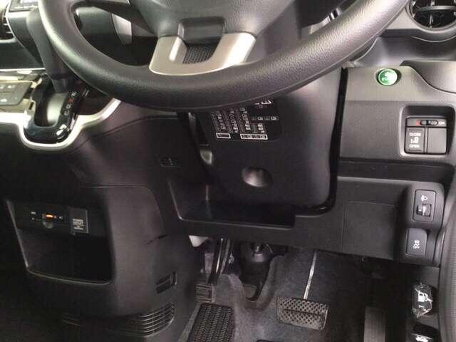 純正のETCは、センターコンソールにあります。パワースライドドアや、燃費を抑えるECON、横滑りを防ぐVSA等のスイッチ類は、運転席右側、手の届きやすい位置にあります。