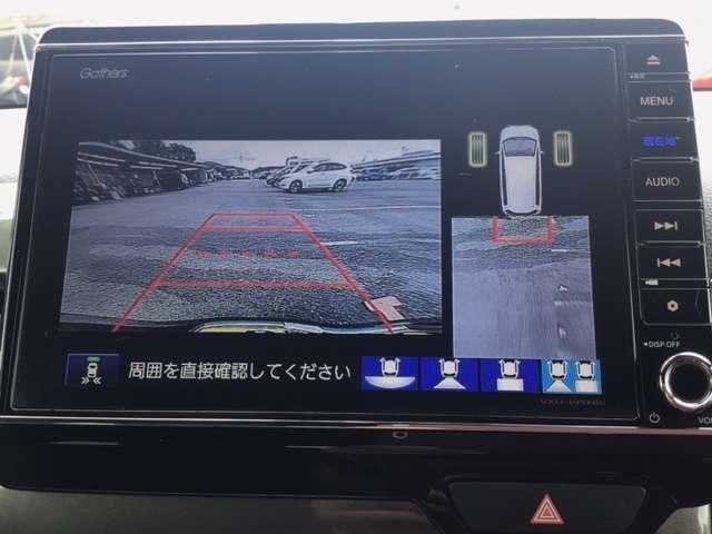 4ビュー切り替えやガイド線表示のバックカメラで、バックでの車庫入れも安心です。