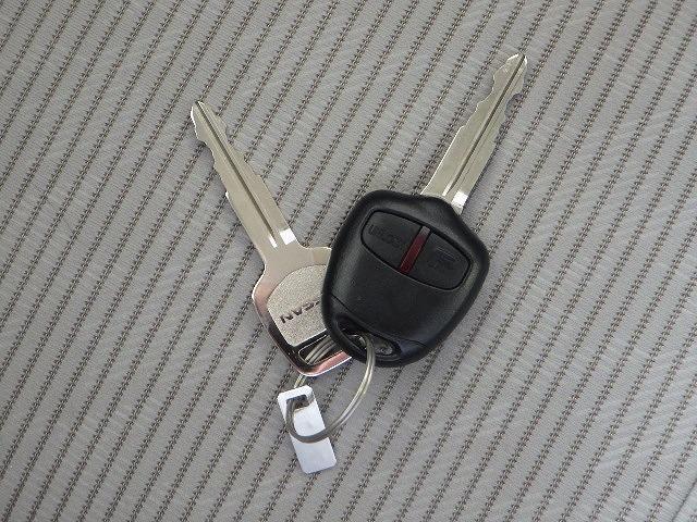 S ヘッドランプ種類アイドリングストップパワーウインドウキーレスエントリーマニュアルエアコンフロントシート形状ベンチシート2列目シート形状分割可倒パワーステアリングエアバッグ(11枚目)