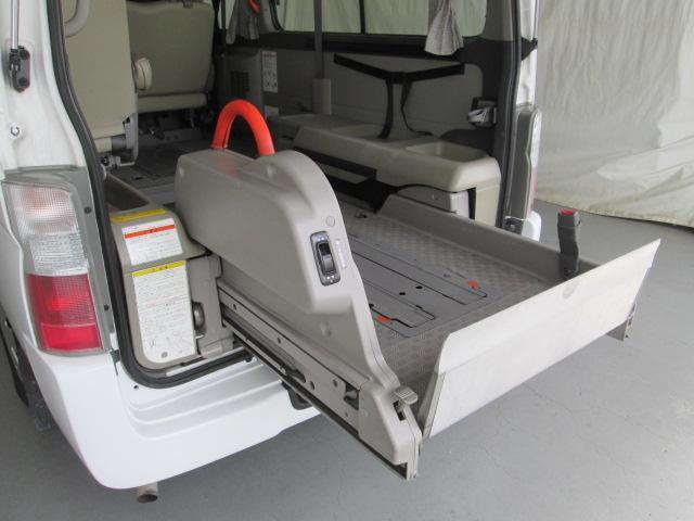リフタータイプ車イス2基積10人乗 福祉車両 1年保証(8枚目)