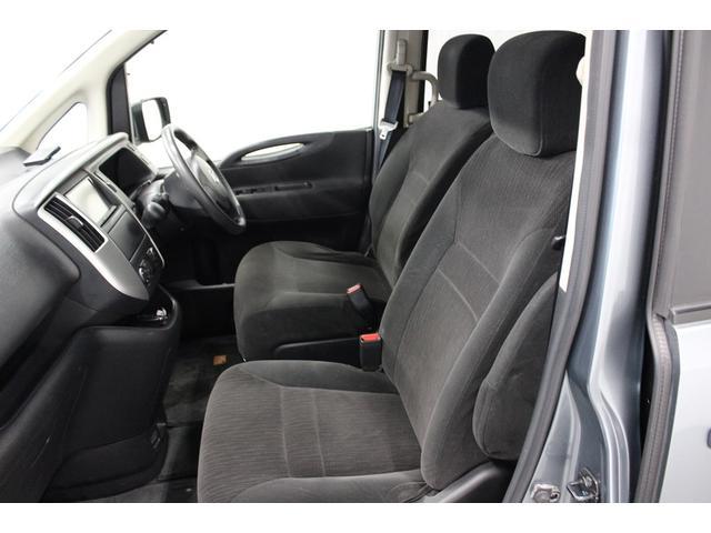 日産 セレナ 全自動助手席リフトアップシート 3列シートで8人乗り