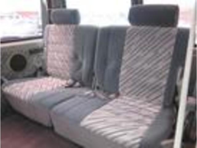 後部座席も広々としております。大人5人の乗車も楽々OK!
