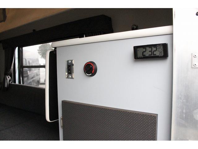 ミスティック ミディポップビー シルバーバージョン FFヒーター ツインサブバッテリー シンク ポップアップルーフ 走行充電 200Wインバーター ルーフベント 前席リクライニング バックモニター トラキャン(9枚目)