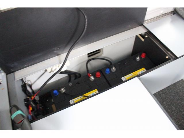 ミスティック ミディポップビー シルバーバージョン FFヒーター ツインサブバッテリー シンク ポップアップルーフ 走行充電 200Wインバーター ルーフベント 前席リクライニング バックモニター トラキャン(10枚目)