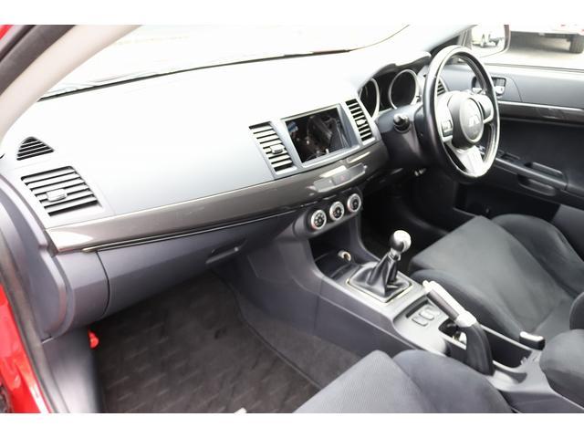 GSRエボリューションX HKS車高調 HKSマフラー エンケイ18AW サンルーフ レカロシート リアスポイラー ブレンボキャリパー スマートキー HIDヘッドライト ETC 4WD 5速ミッション(11枚目)