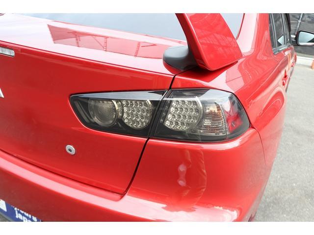GSRエボリューションX HKS車高調 HKSマフラー エンケイ18AW サンルーフ レカロシート リアスポイラー ブレンボキャリパー スマートキー HIDヘッドライト ETC 4WD 5速ミッション(38枚目)