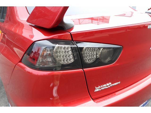 GSRエボリューションX HKS車高調 HKSマフラー エンケイ18AW サンルーフ レカロシート リアスポイラー ブレンボキャリパー スマートキー HIDヘッドライト ETC 4WD 5速ミッション(39枚目)