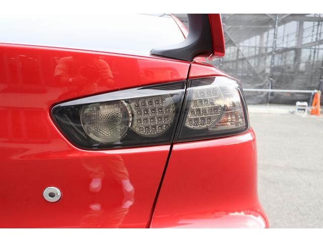 GSRエボリューションX HKS車高調 HKSマフラー エンケイ18AW サンルーフ レカロシート リアスポイラー ブレンボキャリパー スマートキー HIDヘッドライト ETC 4WD 5速ミッション(41枚目)