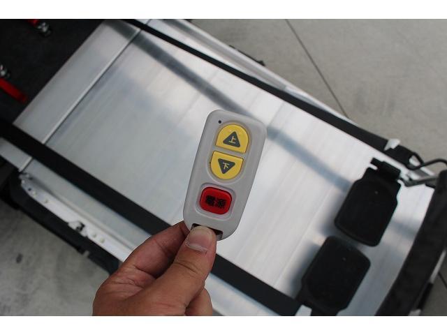 福祉車両 スロープ 車椅子1台 電動ウィンチ 車いす固定装置(3枚目)