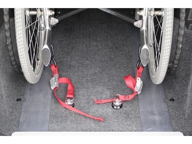 ダイハツ タント 福祉車両 スロープ 車椅子1台 電動ウィンチ 車いす固定装置