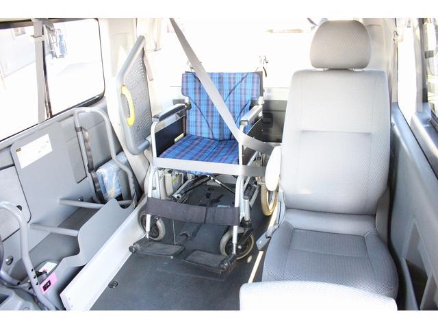 トヨタ レジアスエースバン 福祉車両 ウェルキャブ リアリフト 10人乗り 車椅子2基