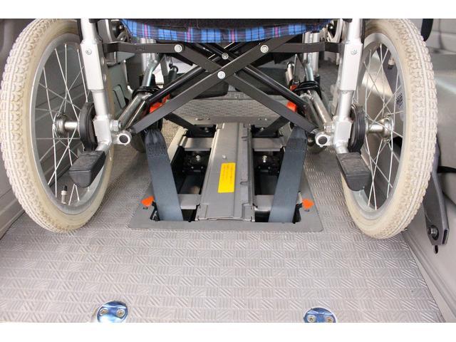 日産 キャラバンバス 福祉車両 リアリフト 10人乗り 車椅子2基 車イス電動固定
