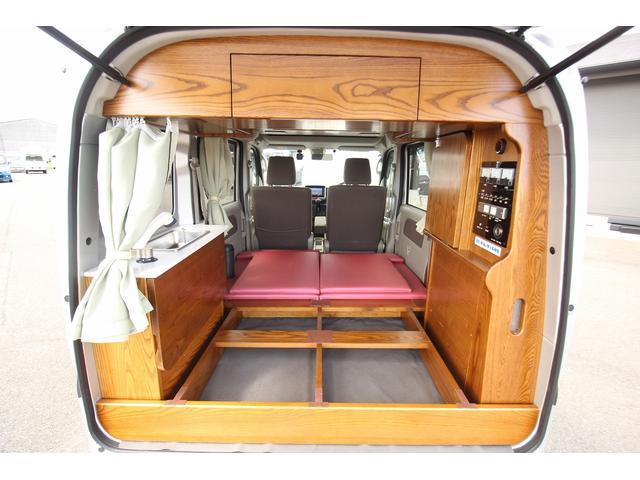 ベッドマットを外せばちょっとしたものを収納できるスペースもあります!