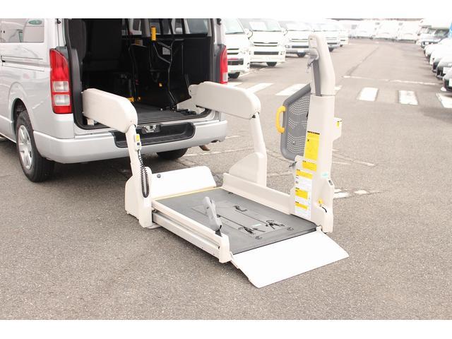 トヨタ ハイエースバン 福祉車両 Bタイプ 10人乗り 車椅子2基 リアリフト