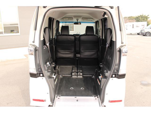 福祉車両 スロープ 車椅子1基 電動ウインチ ナビ HID(2枚目)