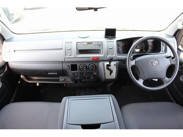 トヨタ ハイエースバン 福祉車輌 電動リアリフト 車いす2基