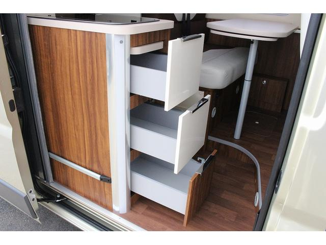 デュカト ローラーチーム リビングストーン5 新車 軽油式FFヒーター 温水ボイラー 冷蔵庫 シンク コンロ 運転席助手席回転シート トイレ 2段ベッド ディーゼルターボ オプションカラーゴールド(8枚目)
