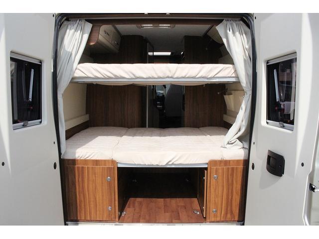 デュカト ローラーチーム リビングストーン5 新車 軽油式FFヒーター 温水ボイラー 冷蔵庫 シンク コンロ 運転席助手席回転シート トイレ 2段ベッド ディーゼルターボ オプションカラーゴールド(11枚目)