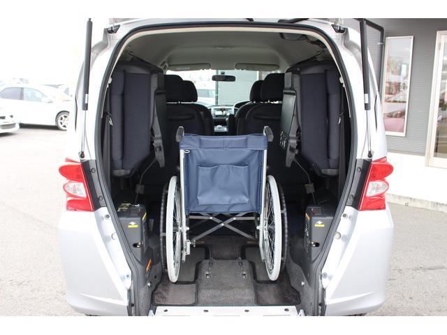 お持ちの車いすで確認が可能です! 福祉車両は車いすの形状や、身長、体格にあわせたお車選びが重要となってきます♪
