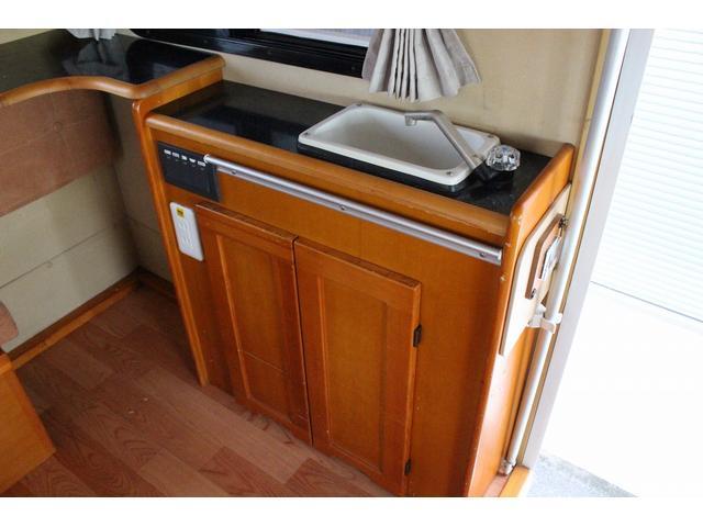 キッチンスペースです♪給排水はポリタンク式になっております!