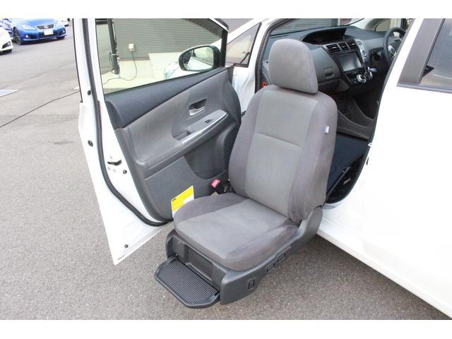 助手席が車外まで出てきます!介助する方、される方にも便利なお車です◎