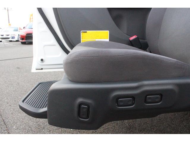 助手席リフトアップシートはお手元で昇降、前後、リクライニングが操作可能です◎