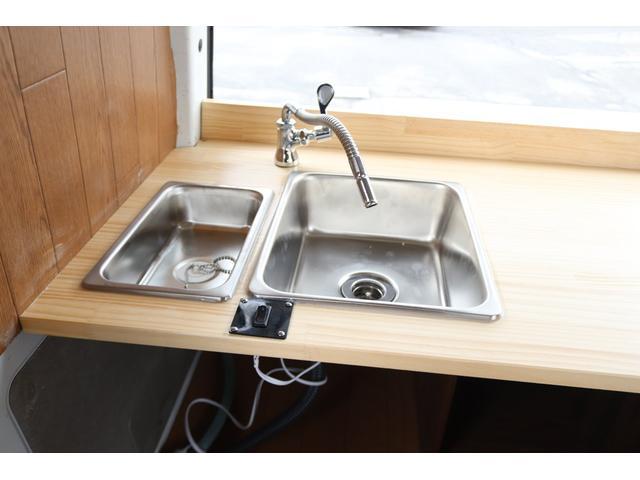 2槽シンク装備! 給排水タンクはお好きなサイズをご用意ください♪