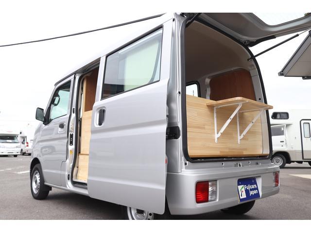 スズキ エブリイ 移動販売車 キッチンカー ケータリングカー 2人乗り 2槽シンク 水道ポンプ 3連収納BOX 背板 AT 2WD 5AGS 届出済未使用車