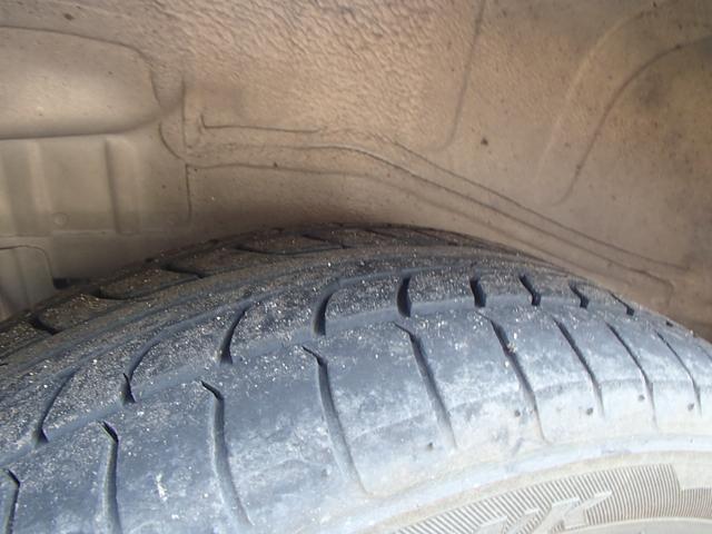 右リアタイヤです。