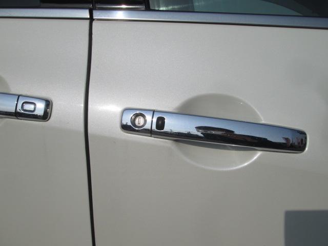 スマートキーです♪両手がふさがっていてもキーはバッグやポケットに入れたままで、ドアをロック&オープンすることができます♪