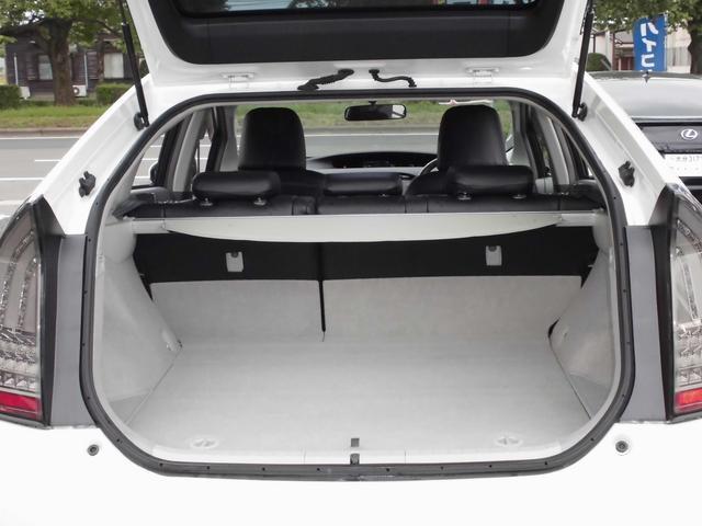 トヨタ プリウス S 社外19インチアルミホイール 車高調 革調シートカバー
