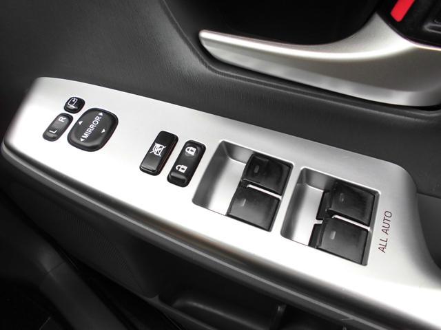 S フロントメッキパーツ ワンオーナー車 バックカメラ 純正SDナビ ビルトインETC DVDビデオ再生 フォグランプ プッシュスタート スマートキー スペアキー オートライト ステアリングスイッチ(12枚目)