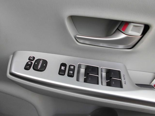 S 7人乗り 純正SDナビ フルセグTV BIuetooth バックカメラ ステアリングスイッチ 車輌接近通報装置 プッシュエンジンスタート スマートキー オートライト(10枚目)