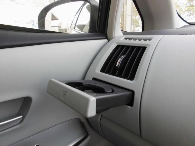 S 7人乗り 純正SDナビ フルセグTV BIuetooth バックカメラ ステアリングスイッチ 車輌接近通報装置 プッシュエンジンスタート スマートキー オートライト(13枚目)