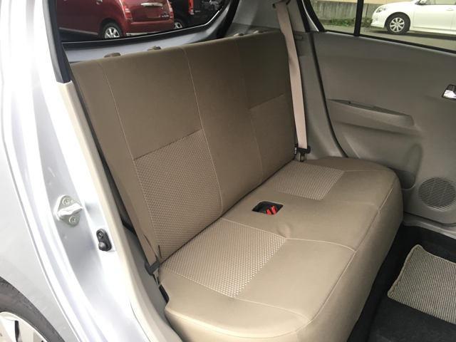 リヤシートは綺麗に保たれております。