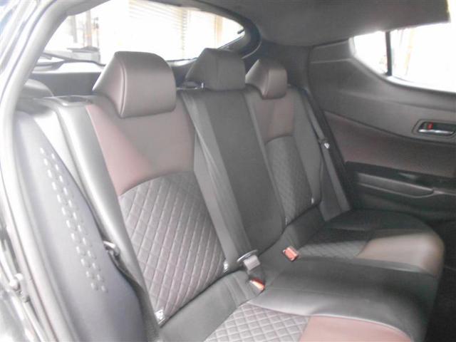 運転席側から見た後席です