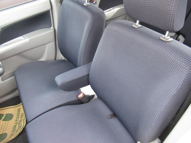 今の軽自動車は室内のスペースが広く作られています。これだけの広さがあれば運転していても疲れにくく、車内での快適性はバッチリです♪シート類も写真の最後の部分で紹介している通り、綺麗に清掃済みです♪