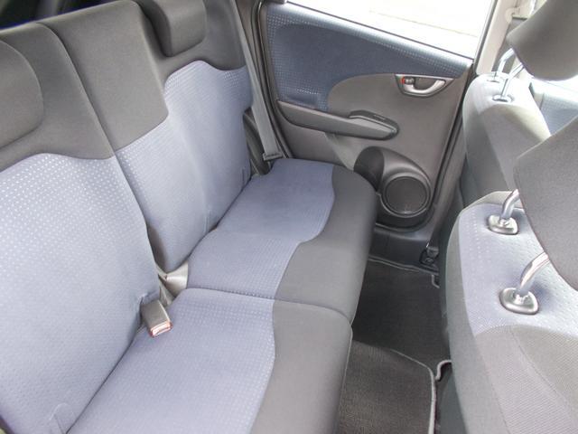 当社の届出済(登録済)未使用車は、新車登録時から「5年間、もしくは走行10万km」まで保証致します。保証内容はメーカー保証書(メンテナンスノート)に準じます。※詳細はスタッフにお尋ねください。