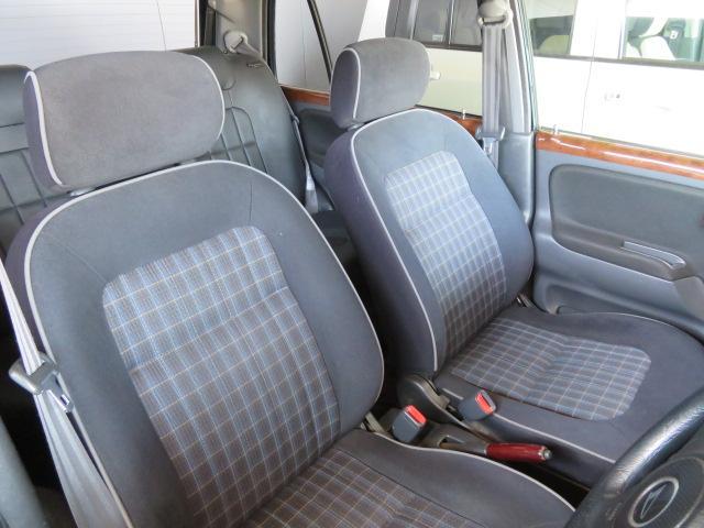 前席はミニライト用ではないジーノのシートが付いています!!