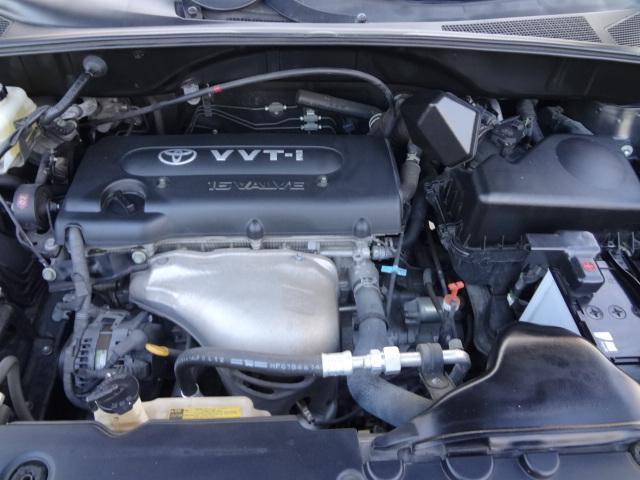エンジンは車の心臓部なのでエンジン内部の掃除など全車実施します.エンジンルームのクリーニング作業もキレイに行っていますよ☆