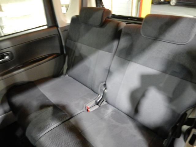 リヤシートもゆったりです♪大人が座ってもストレスなくくつろげます。