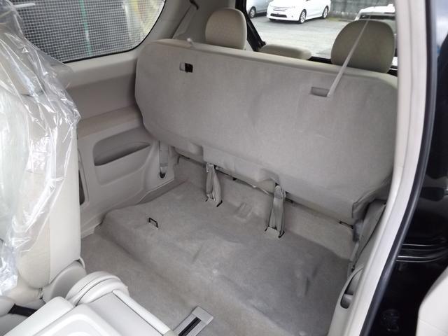 ☆座席シートを持ち上げる事により、2列目にも大きな荷物を置いたりする事も可能です!