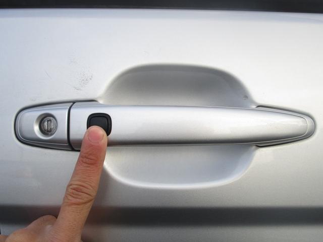 プラタナ 片側パワースライドドア フリップダウンモニター 社外メモリーナビ フルセグ DVD再生 CD Bluetooth ETC オートライト HID キーレス バックカメラ タイミングチェーン 7人乗り(79枚目)
