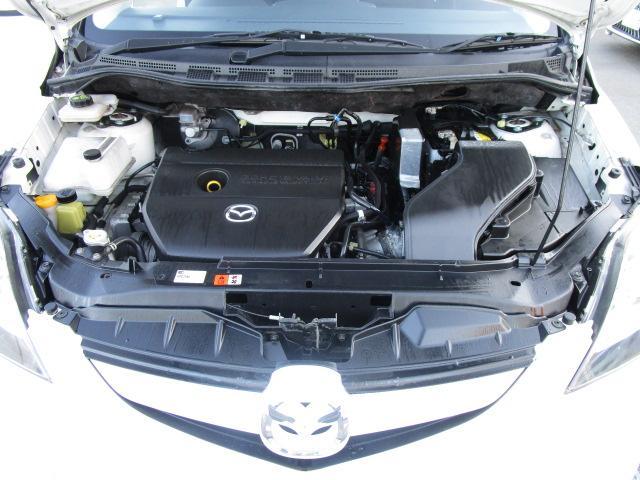 【エンジンルームは車のために過剰な清掃はしておりませんが綺麗です】
