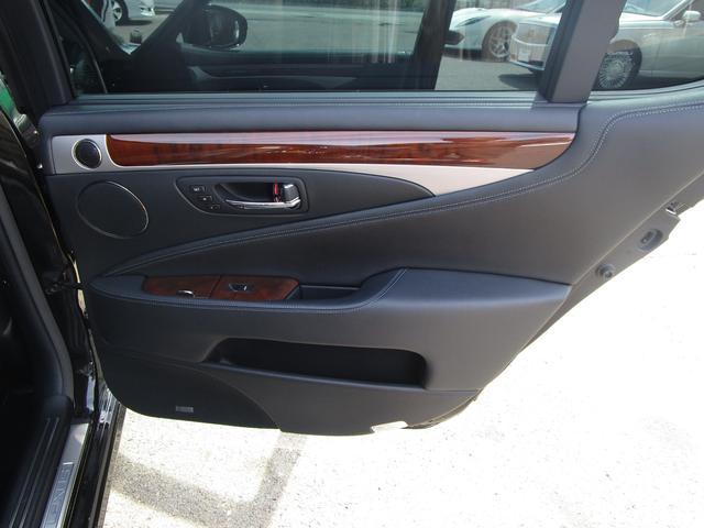 LS460L エグゼクティブパッケージ 後期 黒革シート リアエンターテイメント スマートキー 後席モニター 後席オットマン マークレビンソン SDナビ Bluetooth フルセグ DVD CD バックカメラ ETC 前席ドライブレコーダ(46枚目)