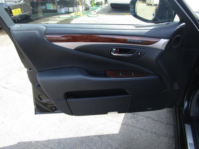 LS460L エグゼクティブパッケージ 後期 黒革シート リアエンターテイメント スマートキー 後席モニター 後席オットマン マークレビンソン SDナビ Bluetooth フルセグ DVD CD バックカメラ ETC 前席ドライブレコーダ(52枚目)