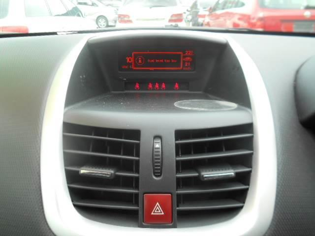 プレミアム Premium RHD スマートキー CDオーディオ エアコン パワステ ABS ETC(5枚目)